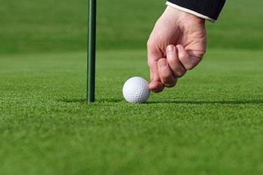 A cheating golfer